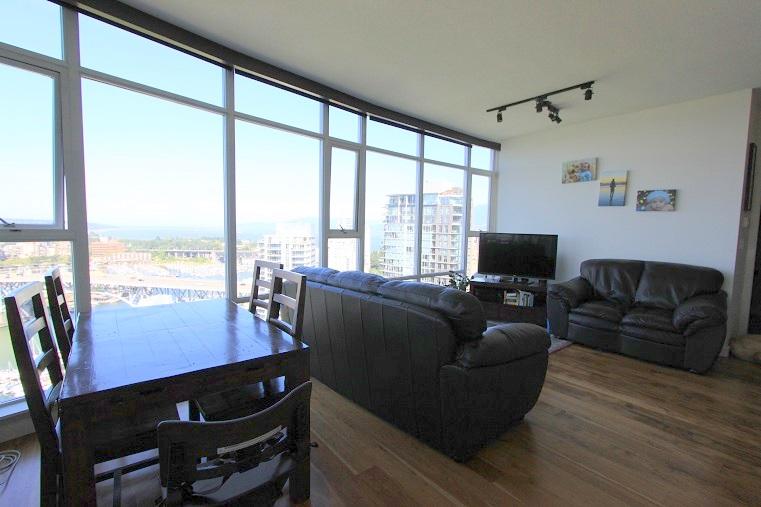 3202-455 Beach Avenue - Livingroom & Dining room