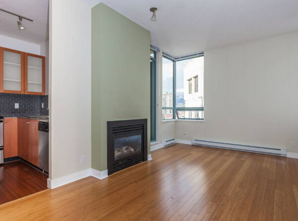 700ft2-Spacious-Renovated-Downtown-1-Bedroom-at-2.58.42-PM