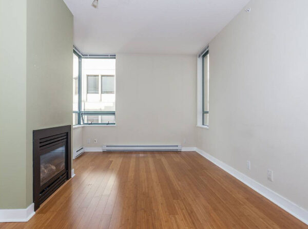700ft2-Spacious-Renovated-Downtown-1-Bedroom-at-2.58.49-PM