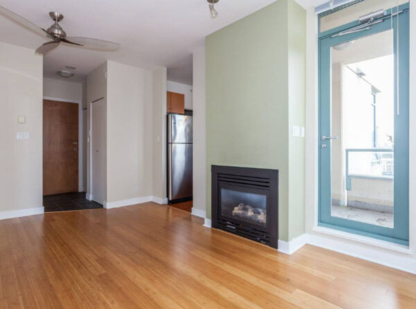700ft2-Spacious-Renovated-Downtown-1-Bedroom-at-2.59.30-PM