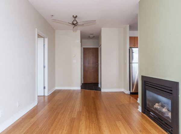 700ft2-Spacious-Renovated-Downtown-1-Bedroom-at-2.59.38-PM