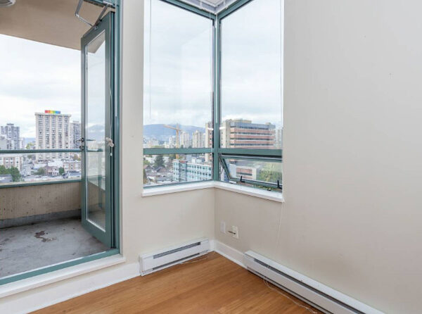 700ft2-Spacious-Renovated-Downtown-1-Bedroom-at-2.59.45-PM