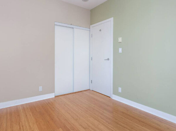 700ft2-Spacious-Renovated-Downtown-1-Bedroom-at-3.01.16-PM
