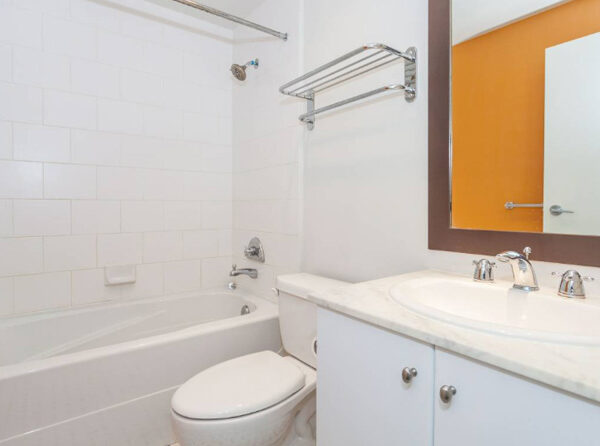 700ft2-Spacious-Renovated-Downtown-1-Bedroom-at-3.01.23-PM