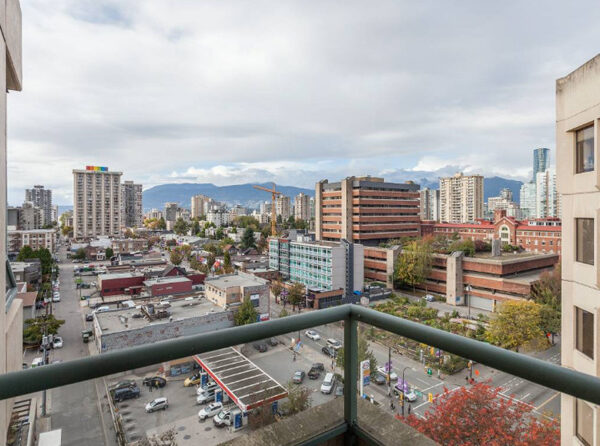 700ft2-Spacious-Renovated-Downtown-1-Bedroom-at-3.01.33-PM